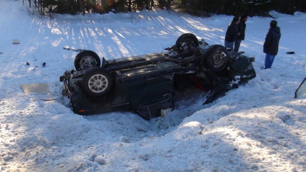 В Шекснинском районе столкнулись легковая и грузовик: погибла женщина
