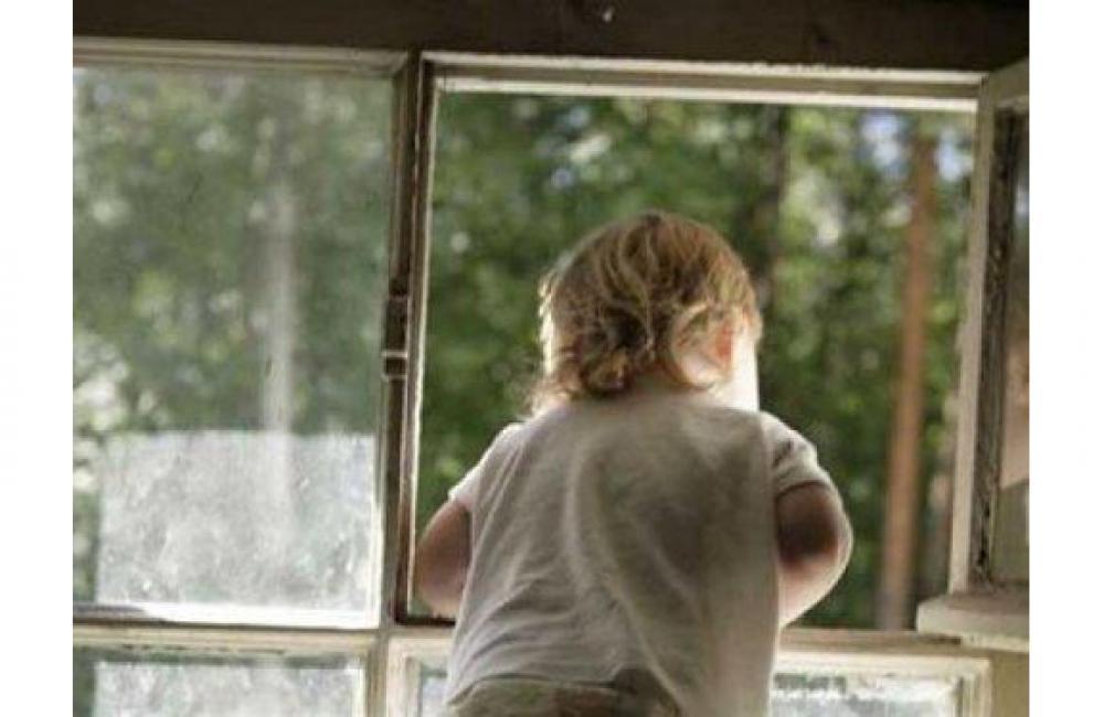 Ребенок упал с 5 этажа в Вологде: он жив