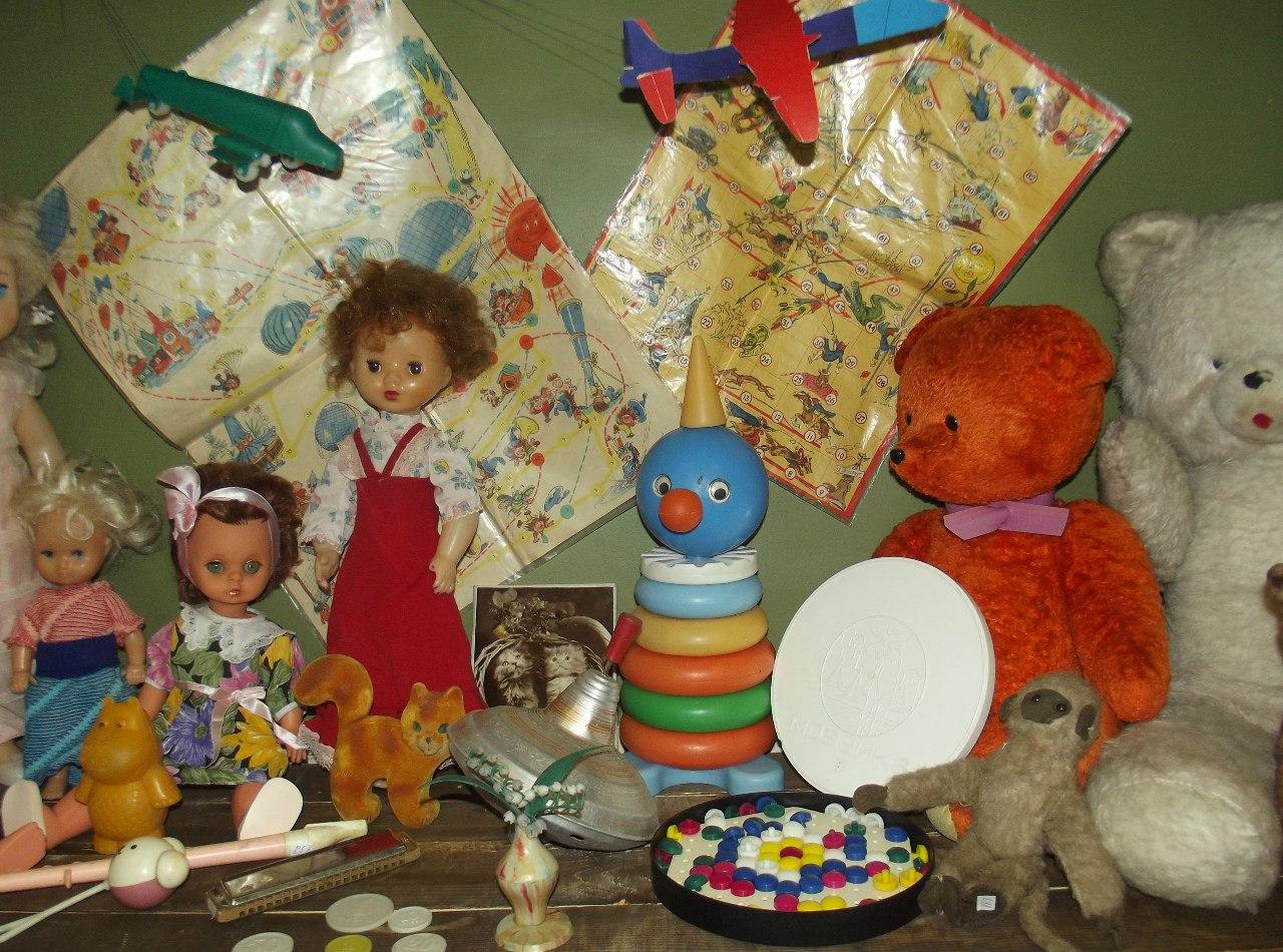 Выставка советских игрушек открылась в областной библиотеке в Вологде