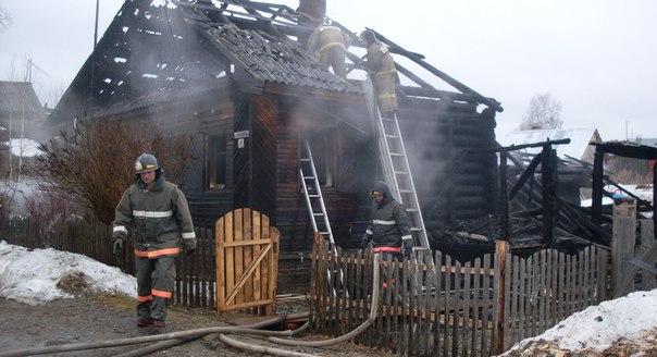 В Никольском районе подожгли дом: семья с ребенком осталась без жилья