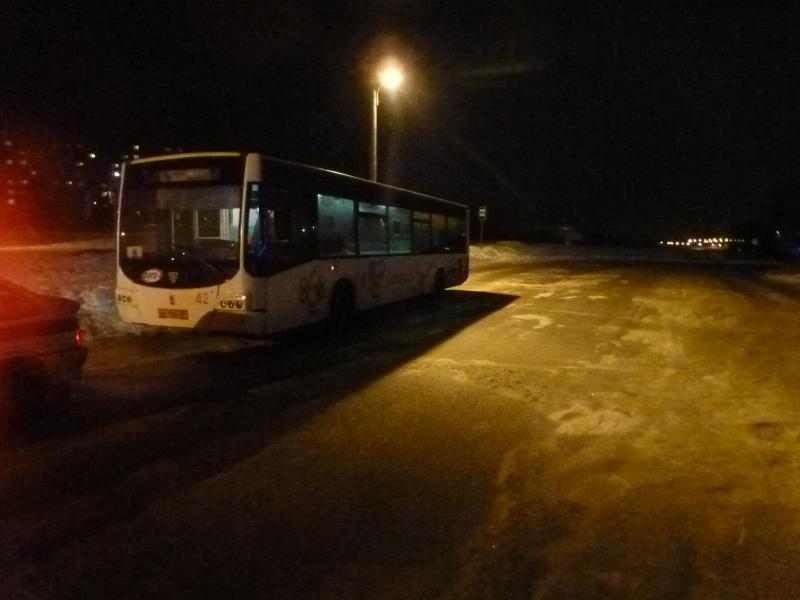 В Вологде 10-летнего мальчика зажало дверью автобуса и протащило по земле