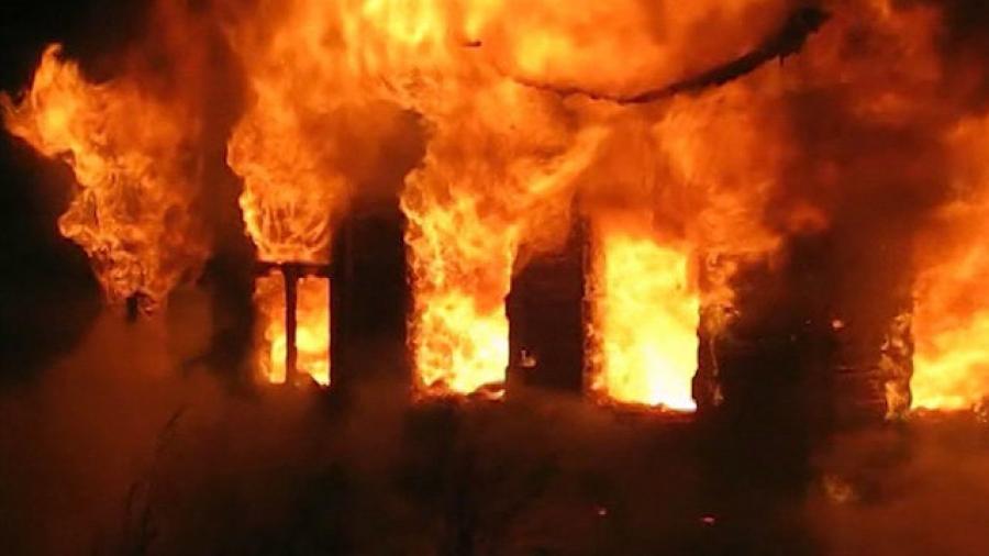 Дом многодетной семьи сгорел в деревне Череповецкого района