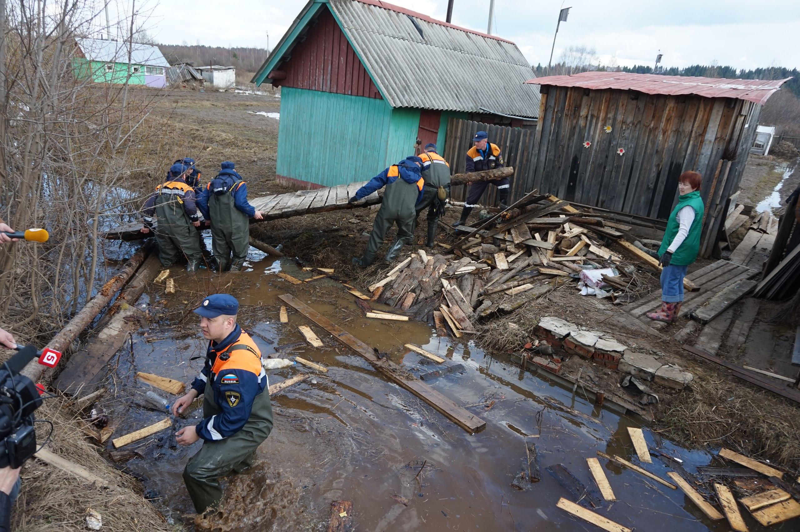 МЧС заявляет о неуклонном снижении уровня воды в районе Великого Устюга