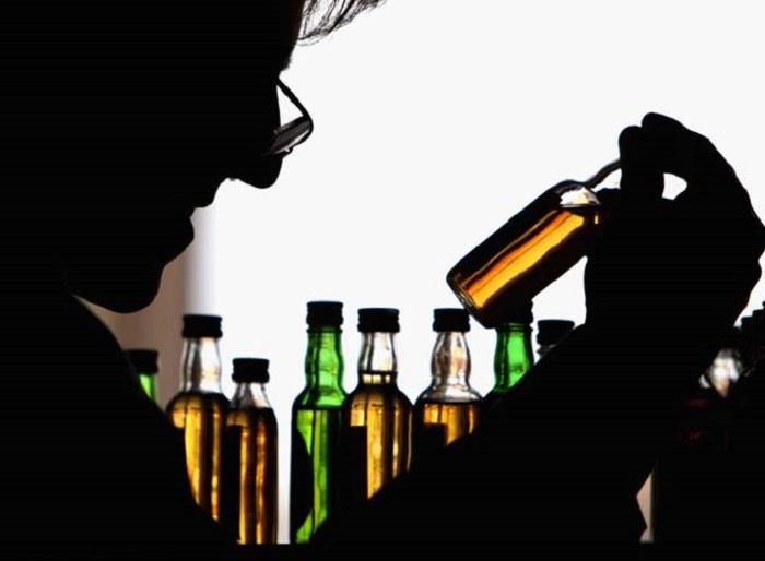 Вологжанин украл со склада пять бутылок элитного алкоголя, выпил их и похитил еще 5 литров