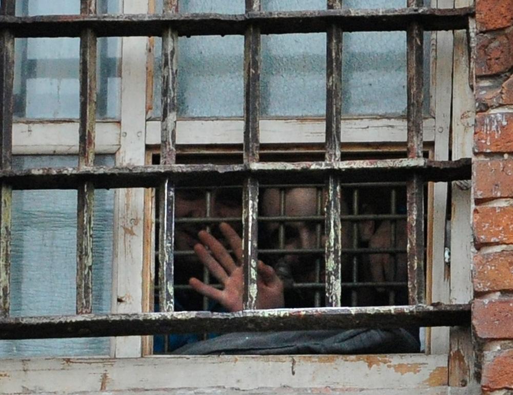 Виновник смертельного ДТП устроил фотосессию в шекснинской колонии
