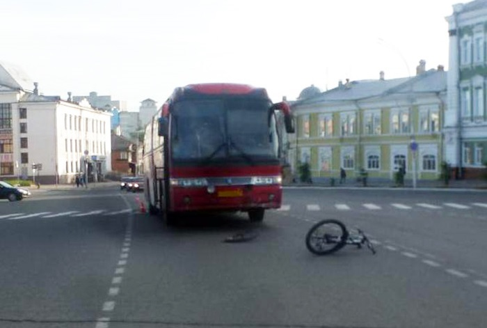В Вологде автобус сбил велосипедиста, ехавшего по «зебре»