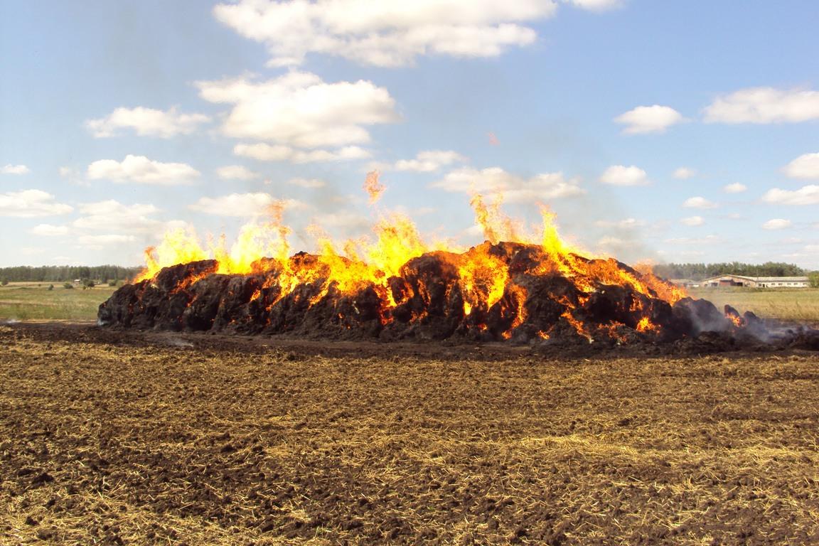 500 тонн льняной соломы сгорели в Кичменгском Городке