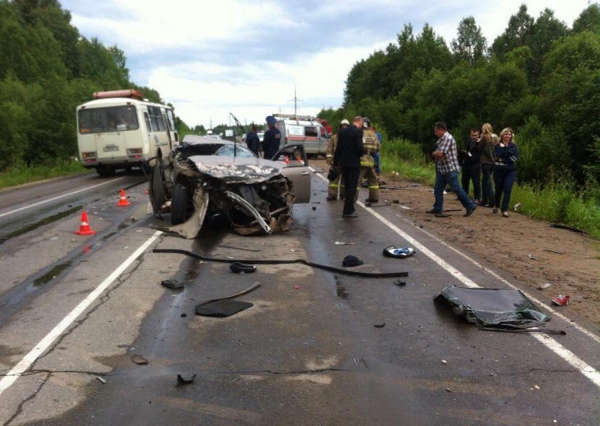 По факту аварии с четырьмя погибшими в Вологодской области возбуждено уголовное дело