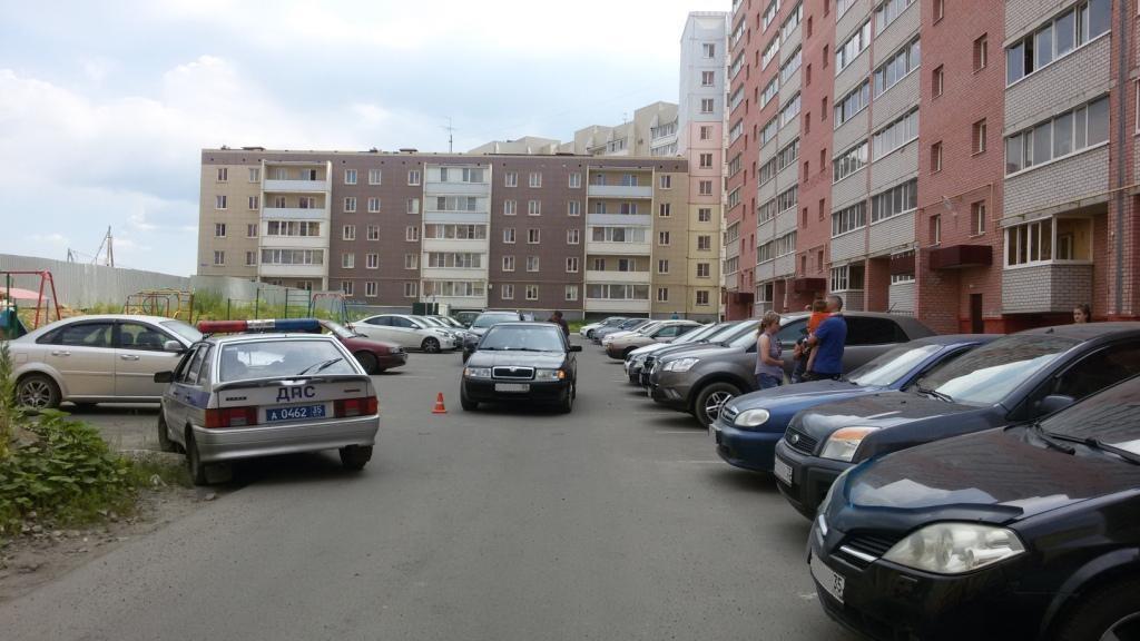 В Череповце во дворе дома сбили двухлетнего мальчика