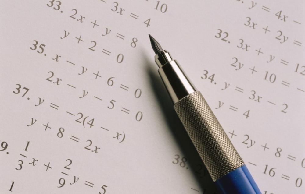 Для получения аттестата на ЕГЭ по математике школьникам нужно решить всего треть заданий