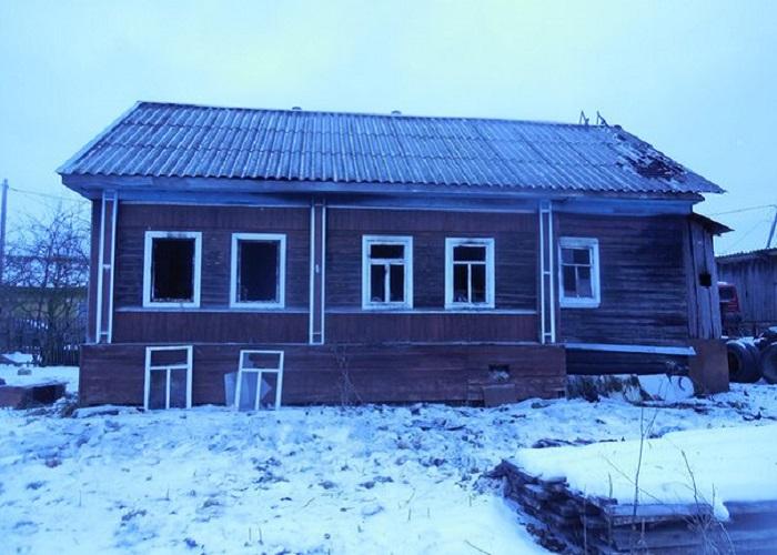 В Бабаево от уголька из печи загорелся дом: хозяин погиб