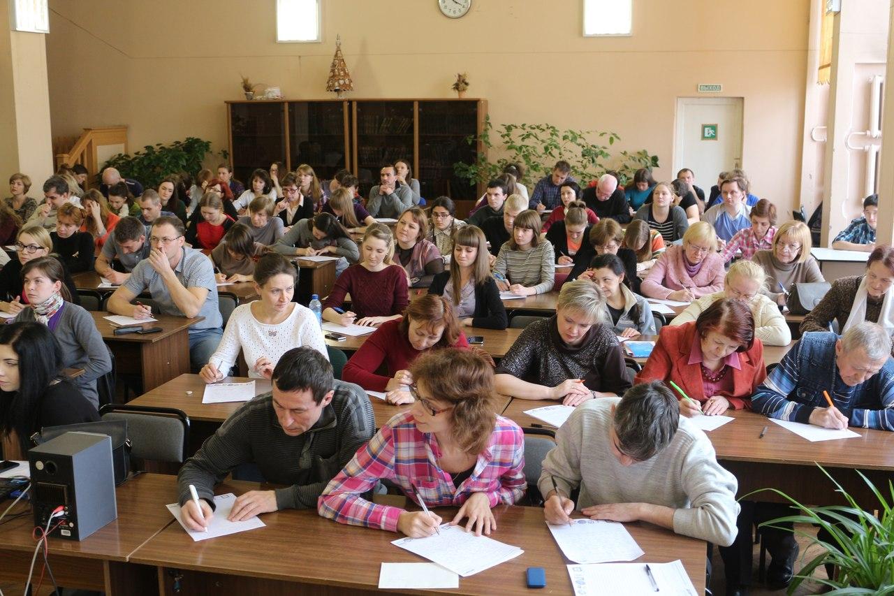 Почти тысяча человек написали Тотальный диктант в Вологде и Череповце