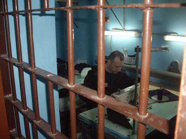 Осужденные в Вологодской области шьют форму для тюремщиков