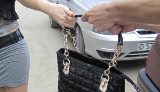 В Череповце девушку ограбили во время свидания