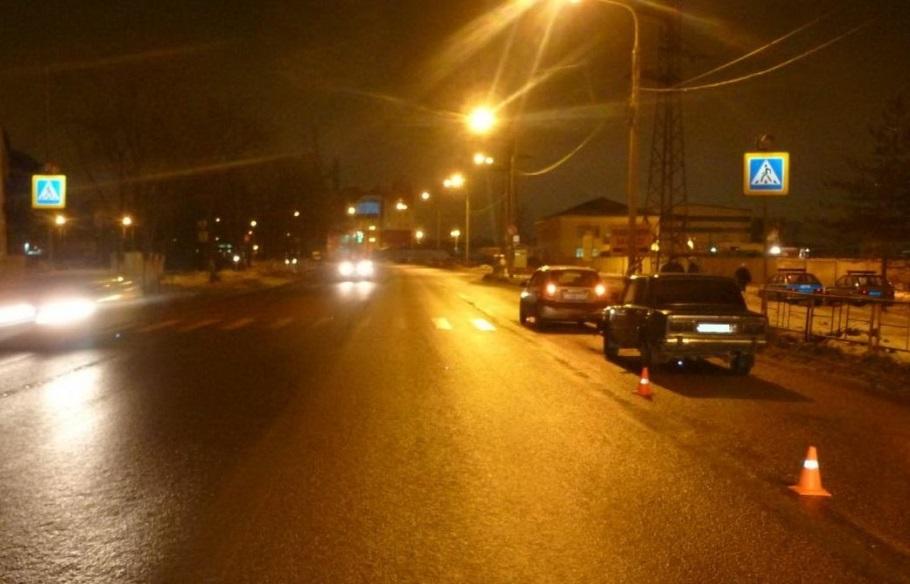 В Вологде 16-летний подросток без прав врезался в иномарку: пострадал пешеход
