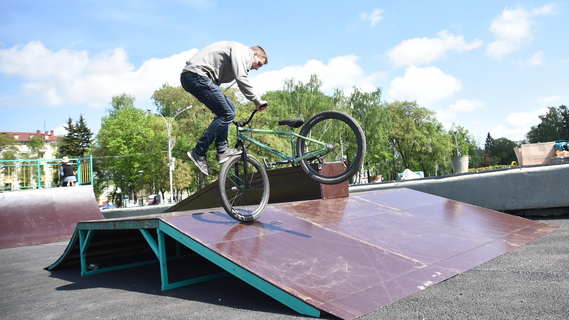 В Вологде на площади Революции установили площадку для занятий скейтбордингом