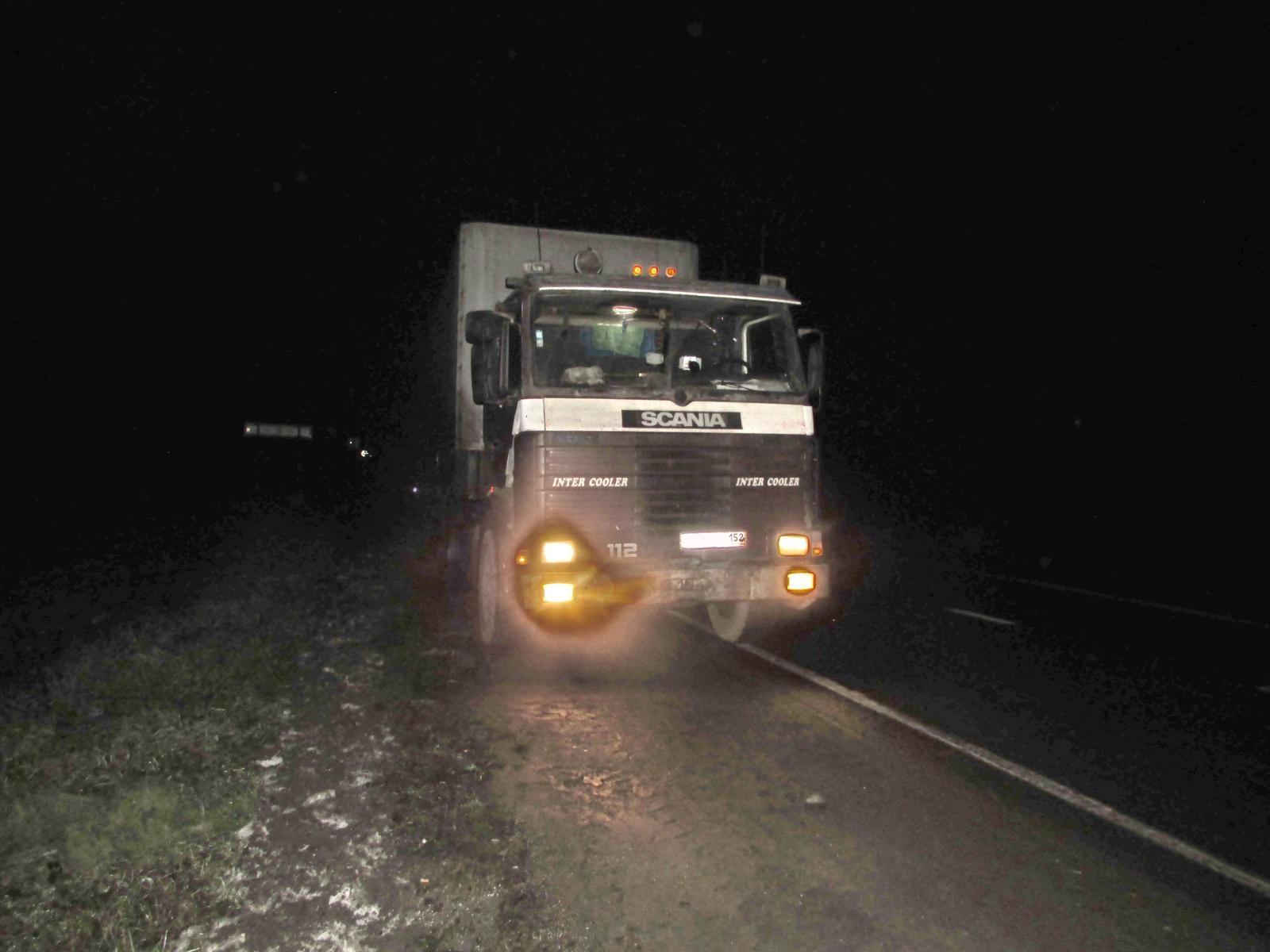 В Череповецком районе грузовик задавил мужчину, лежавшего на дороге