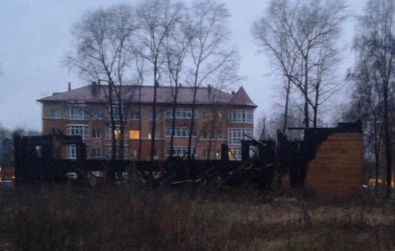 Власти Вологды ищут подрядчика, который бесплатно снесет сгоревший аварийный дом