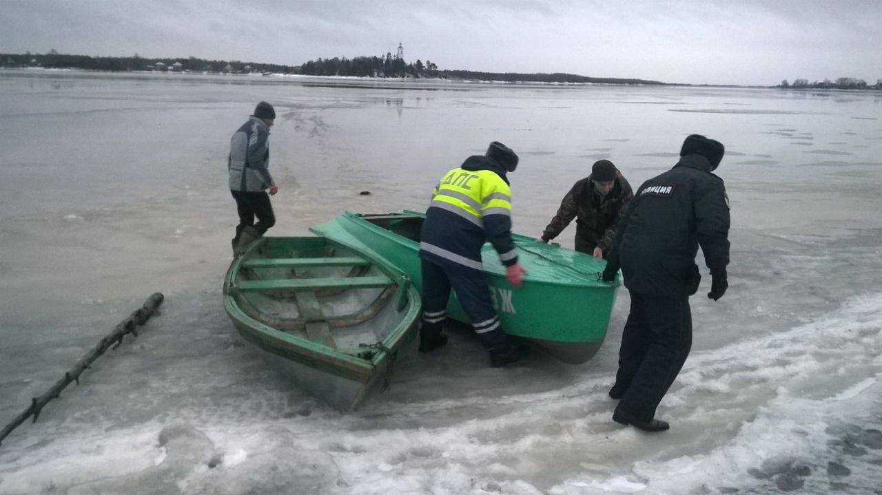 В Усть-Кубинском районе пятеро полицейских спасли провалившегося под лед шестиклассника