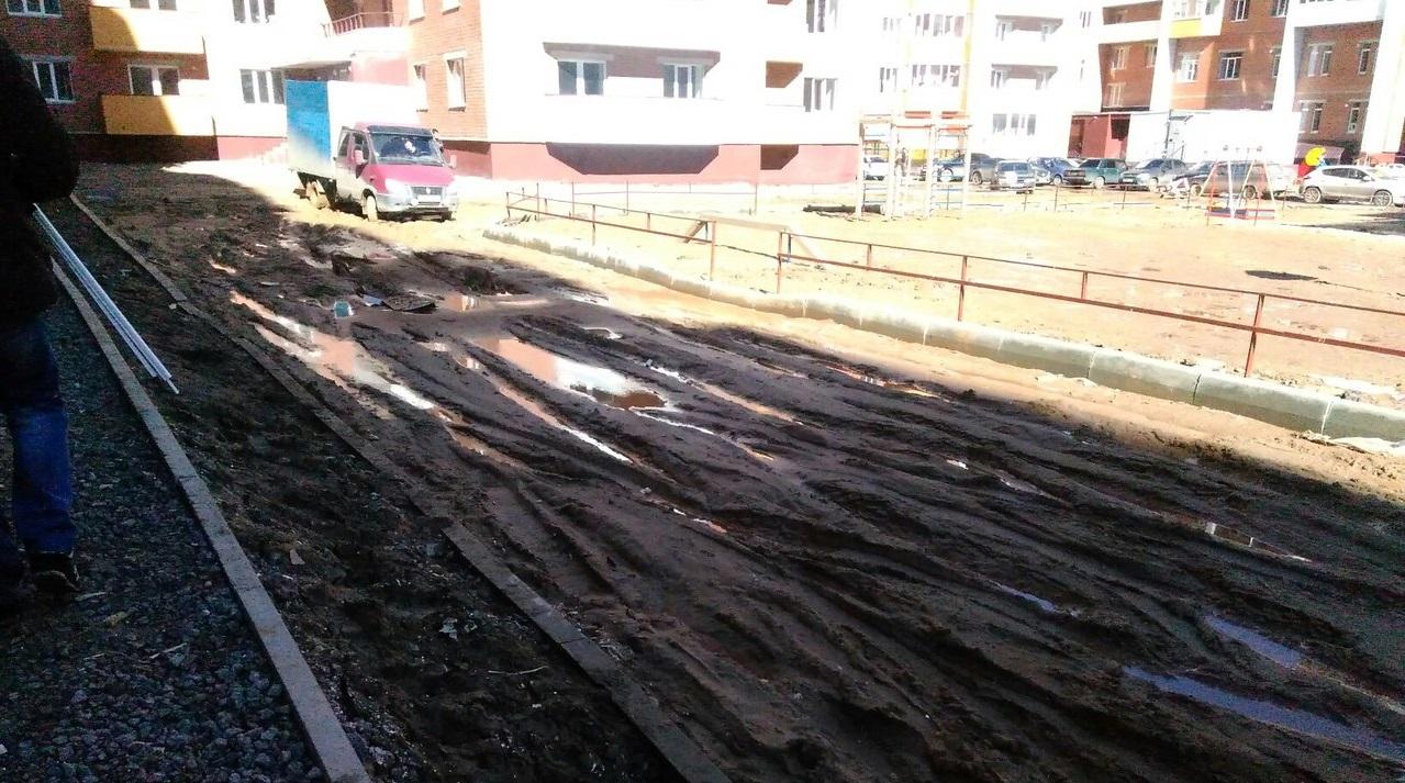 В Вологде прокуратура обязала застройщика благоустроить двор возле дома на Окружном шоссе, 26а