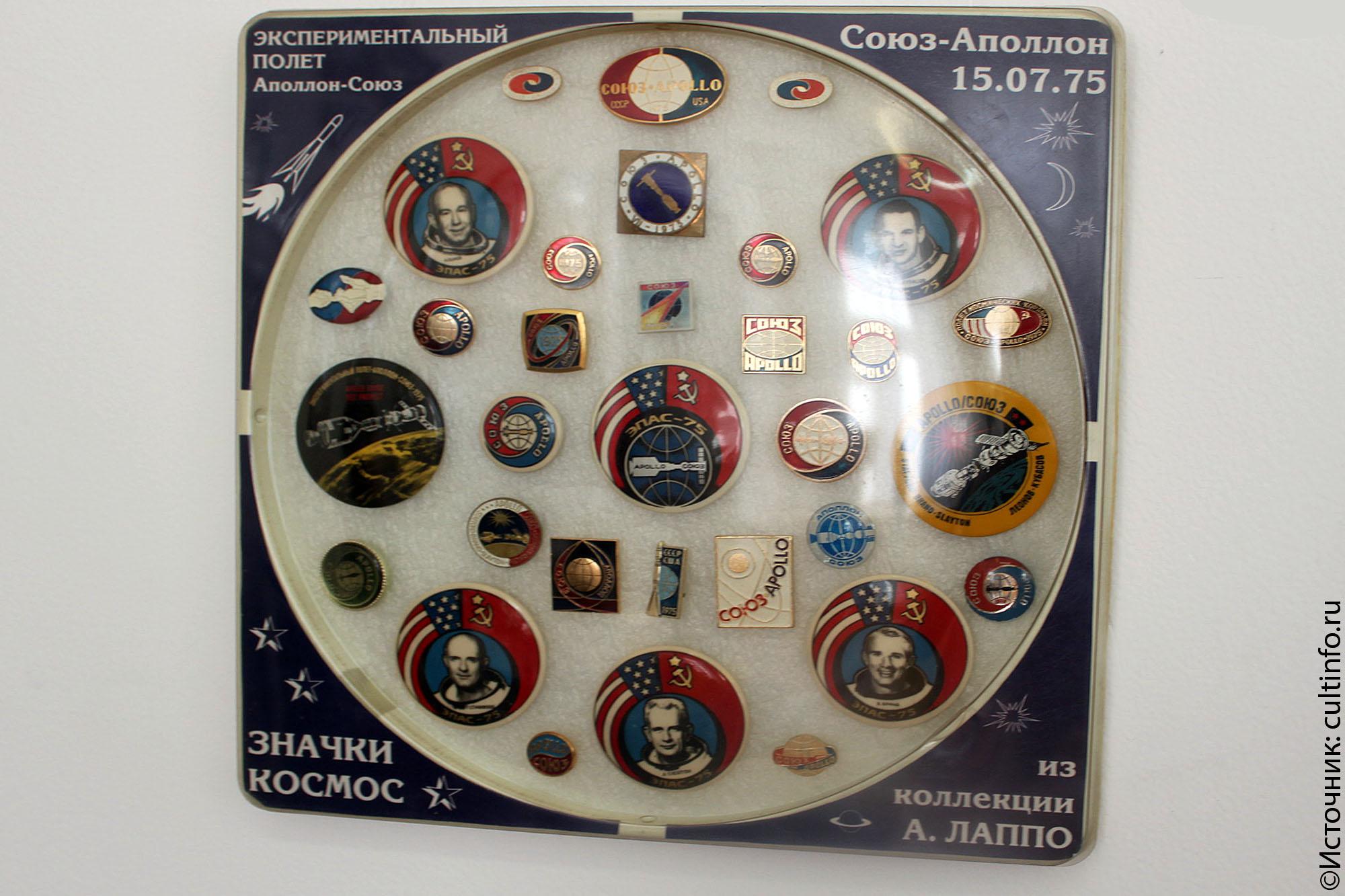 Выставка космических значков работает в Вологодской городской думе