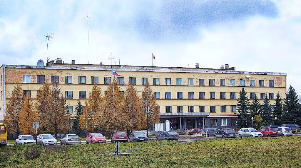 Администрация Сокольского района потратит почти 2 миллиона рублей на ремонт крыльца своего здания