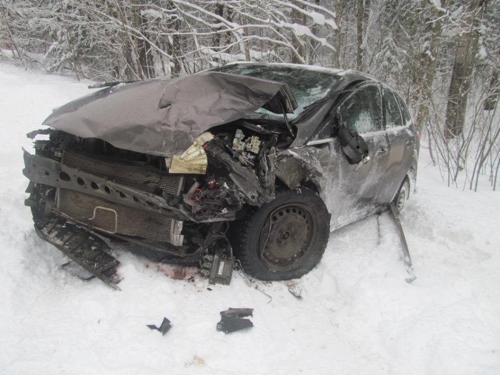 ВКирилловском районе два человека погибли встолкновении «Форда» иВАЗа