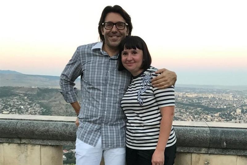 Череповчанку, помогающую детям с инвалидностью, отблагодарили поездкой в Грузию с Андреем Малаховым
