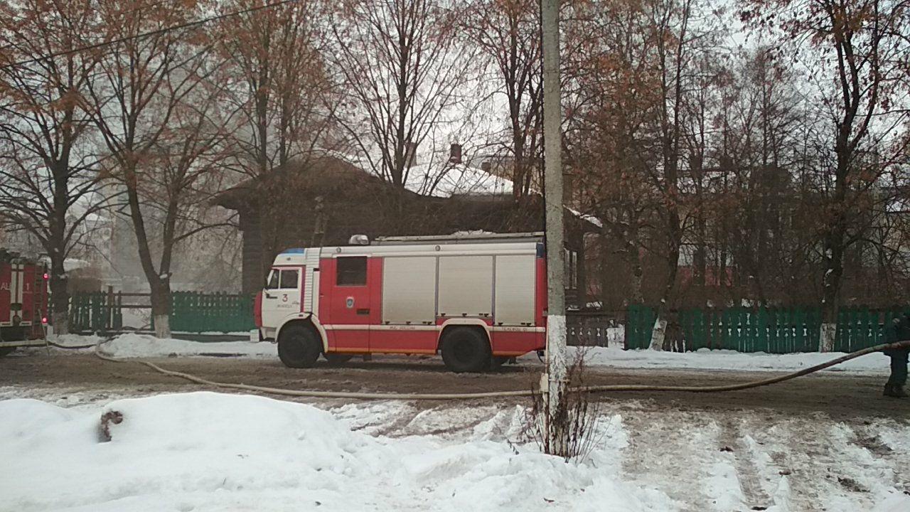В Вологде сгорел вовремя не снесенный расселенный дом на Зосимовской, 39А