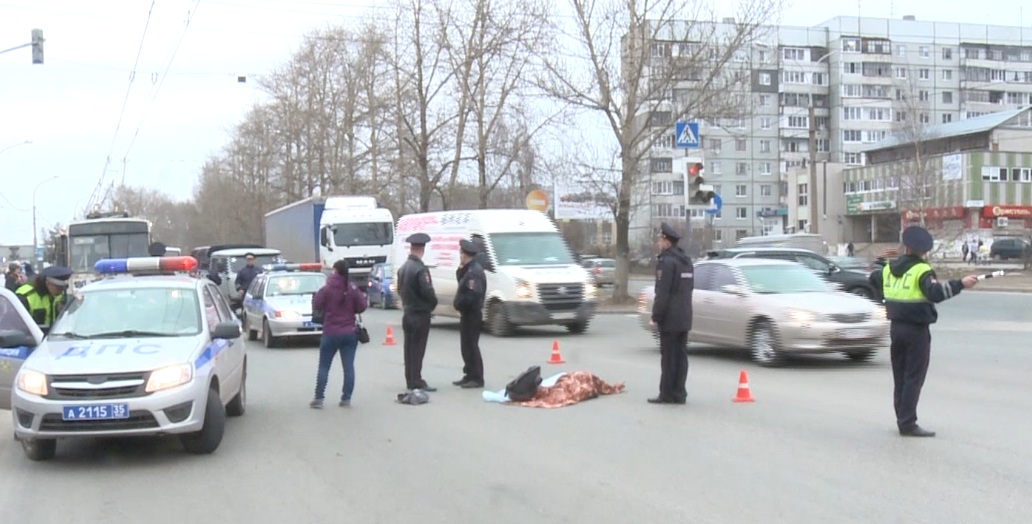 """13-летний мальчик, погибший под колесами иномарки на Пошехонском шоссе, выбежал на дорогу на """"красный"""""""