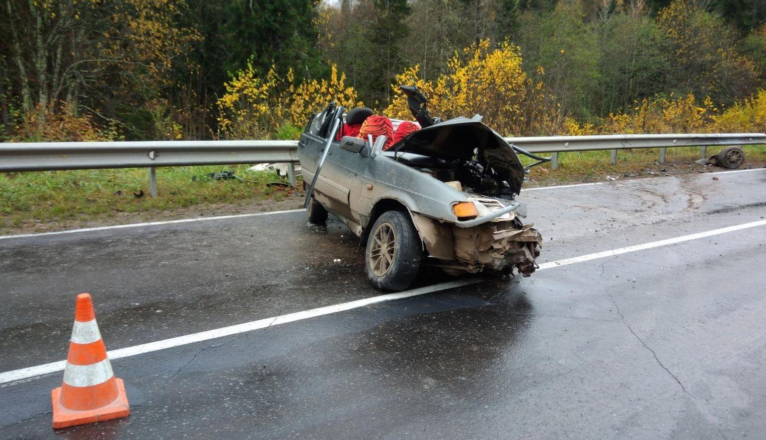 В Сокольском районе у ВАЗа снесло крышу: машина выехала на встречку