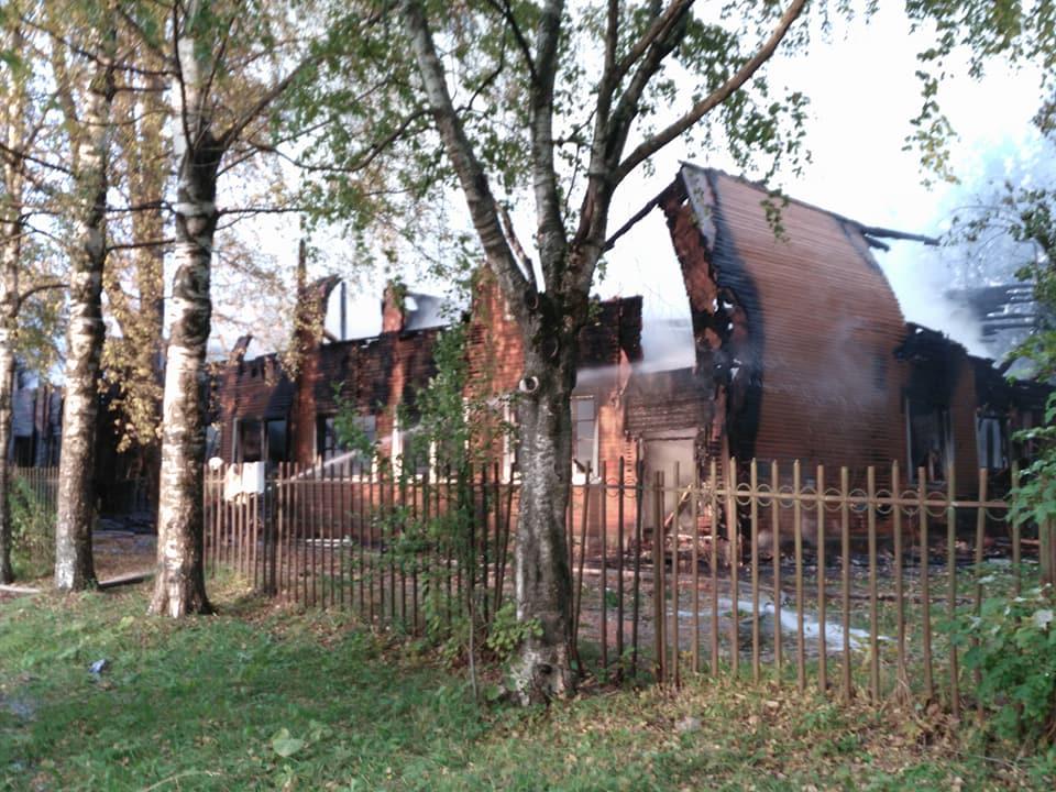 В Вологде подожгли расселенный аварийный дом на улице Беляева