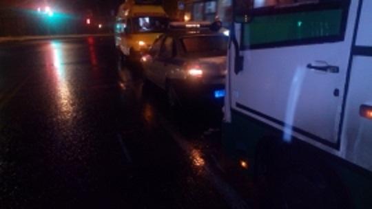 В Череповце автобус врезался в патрульную машину Росгвардии