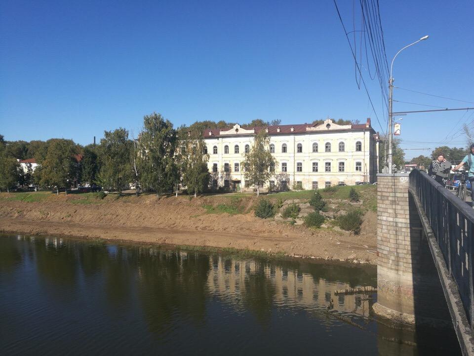 Бывший военный госпиталь в Вологде купил предприниматель, который незаконно снес сталинку