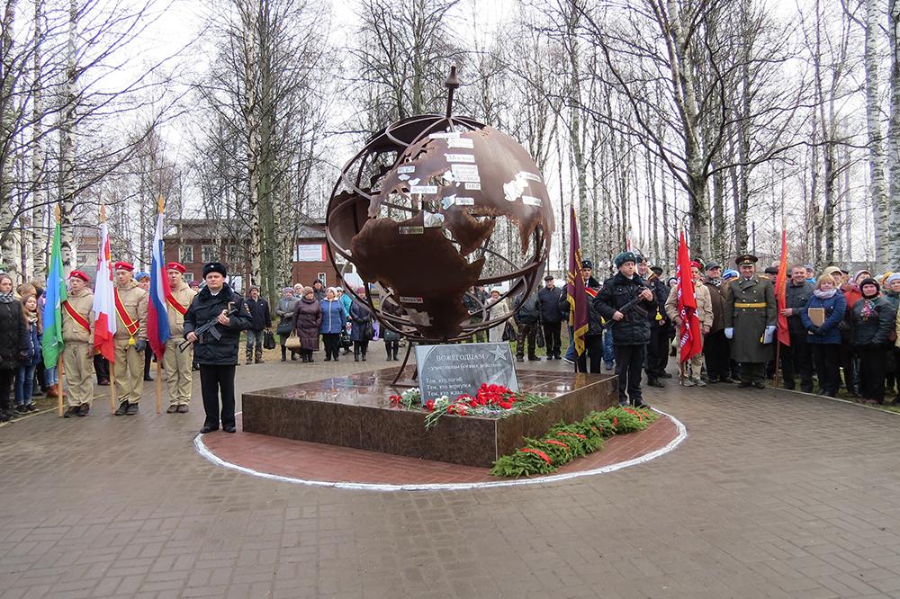 В Вожеге открыли памятник участникам боевых действий и локальных конфликтов