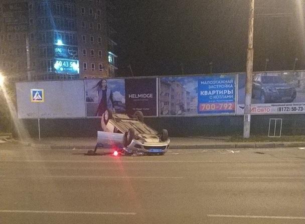 В Вологде автомобиль ДПС перевернулся на крышу во время погони за нарушителем