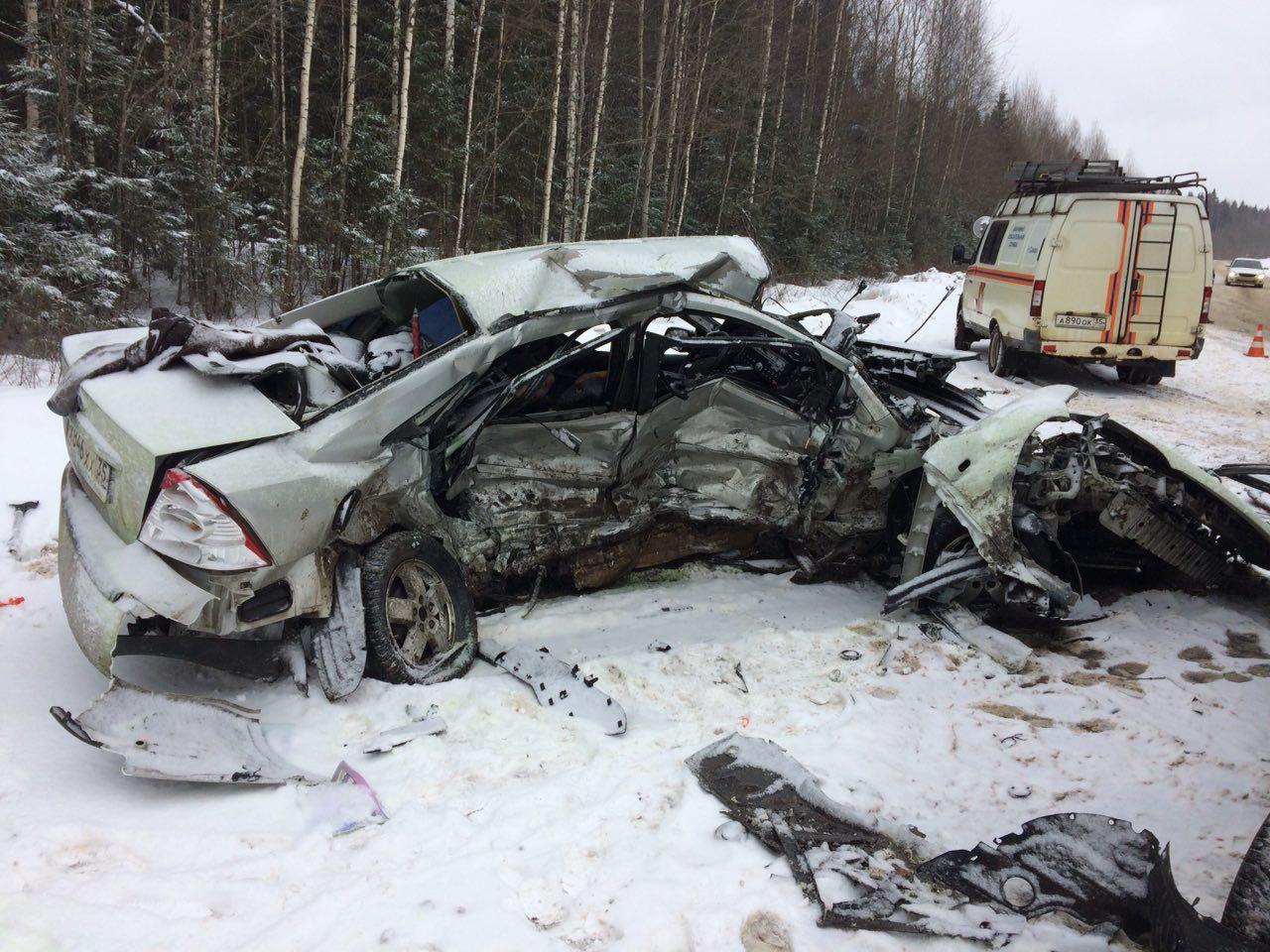В Сокольском районе водитель «Форда» погиб после столкновения с «Маздой»
