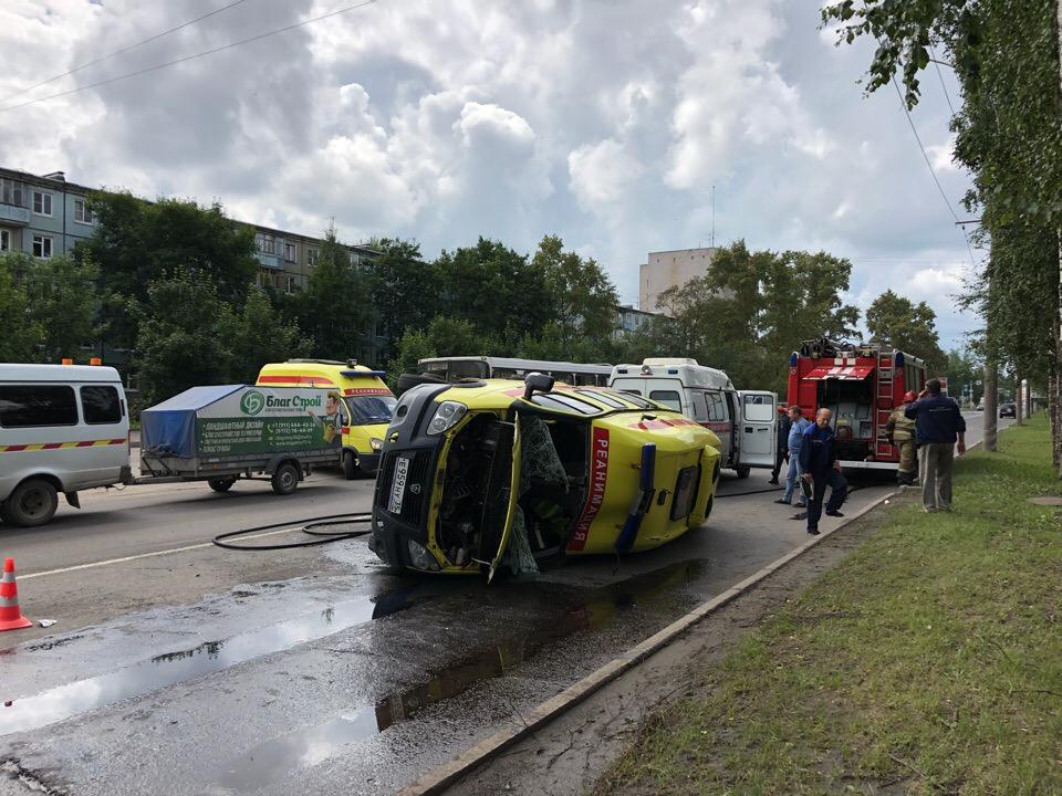"""В Вологде """"скорая"""", которая везла пациента в больницу, попала в аварию"""