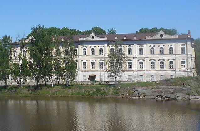 В Вологде здание военного госпиталя выставили на аукцион всего за 2,7 млн рублей