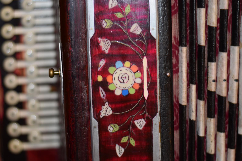 «Это может быть ошибкой»: коллекционер из Вологды об арт-объекте с гармонью