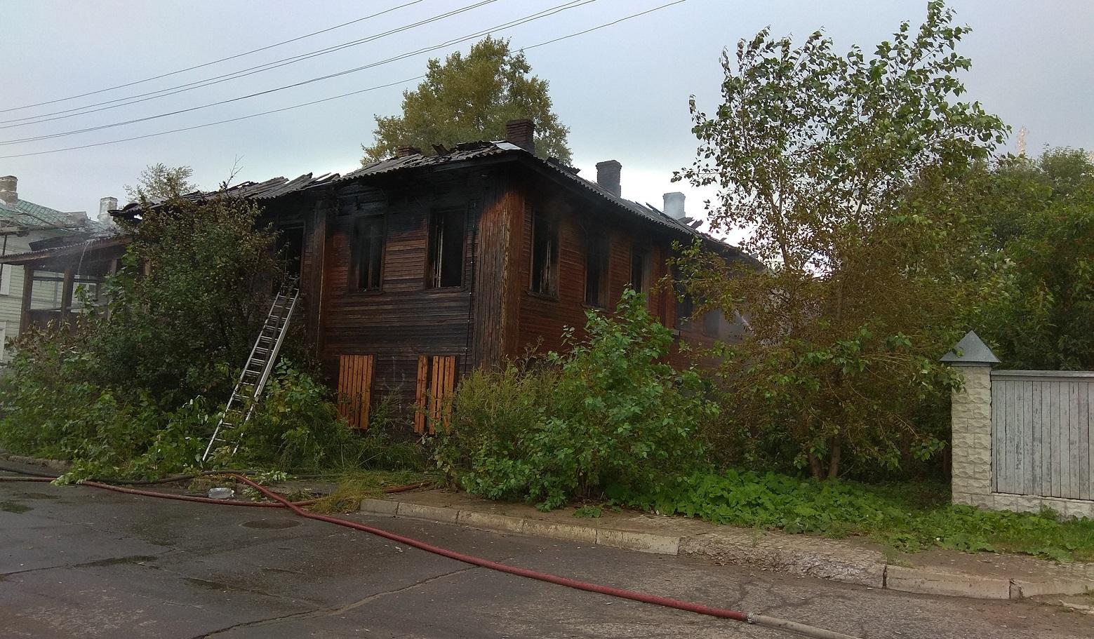 Мораторий на продажу сгоревших домов в Вологде не соблюдается: после пожаров на торги выставлены два дома