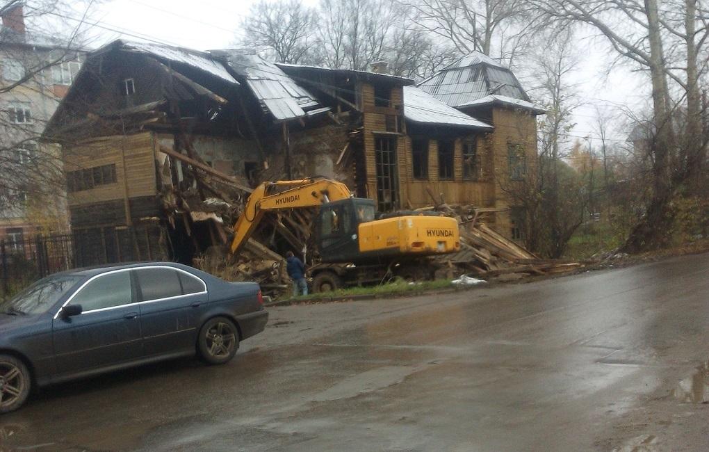 В Вологде пятый раз загорелся расселенный дом, о сносе которого власти отчитались в 2017 году