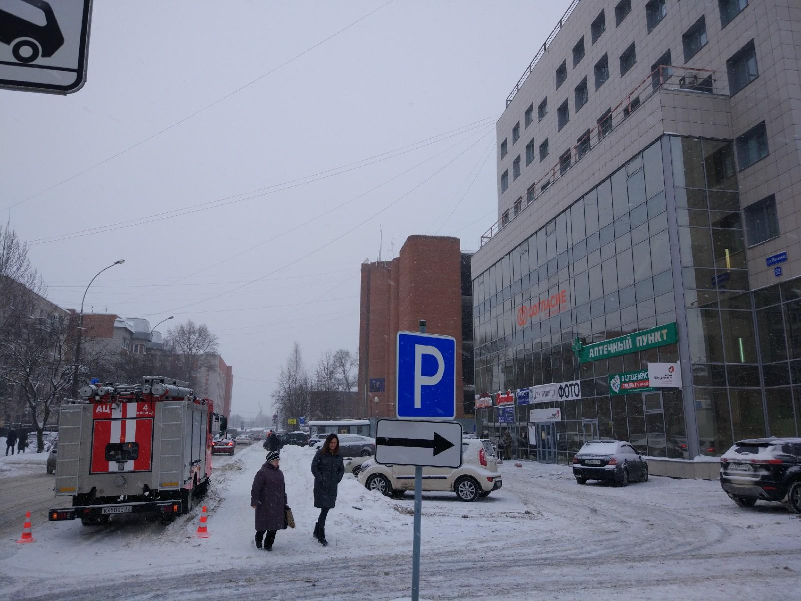 Десять школ и бизнес-центр в Вологде эвакуировали из-за звонков о минировании