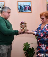Куклы, выполненные руками мастериц, подарит на «Поле чудес» вологжанин – участник игры