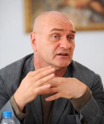 Известный актер Александр Балуев привез в Череповец картину Веры Глаголевой «Две женщины»