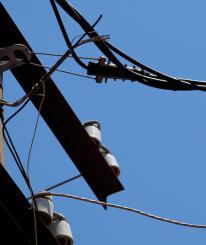 Провода линии электропередач украл житель вологодской деревни из-за нищеты