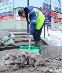 Весна в Вологде: Глава города поручил срочно очистить улицы от снега и льда