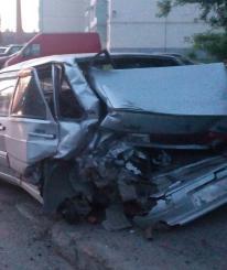 В Череповце столкнулись «ВАЗ» и грузовик с бетономешалкой