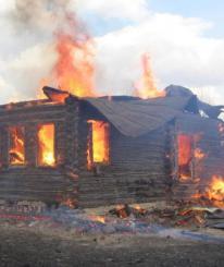 Единственный житель деревни в Вологодской области случайно поджег три дома