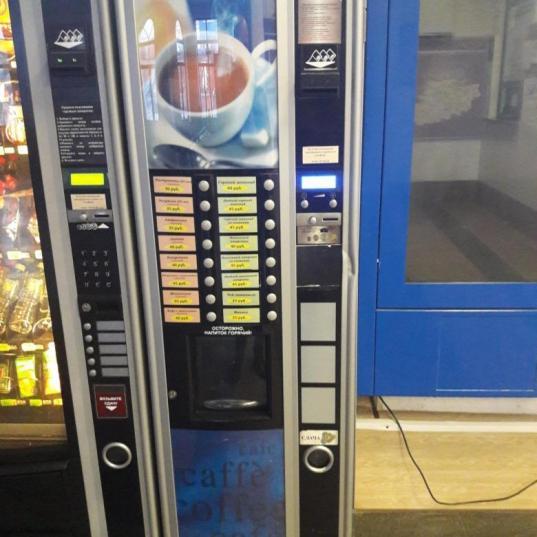 Пьяный вологжанин чуть не разбил кофейный автомат в торговом центре и ударил охранника